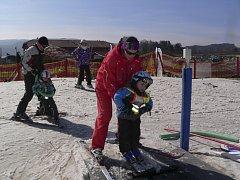 Ve Ski areálu Lipno bylo o víkendu opět plno lyžařů.