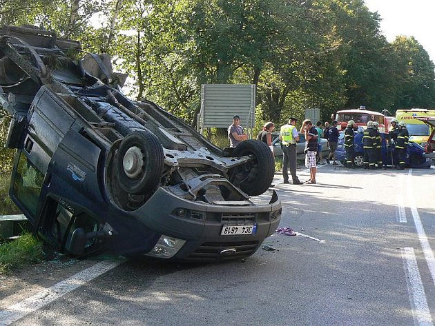 Při středeční nehodě u Velešína se zranili tři lidé.