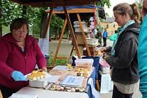 Příjemné nedělní setkání umožnil trh lokálních produktů Blanského lesa v Holubově.