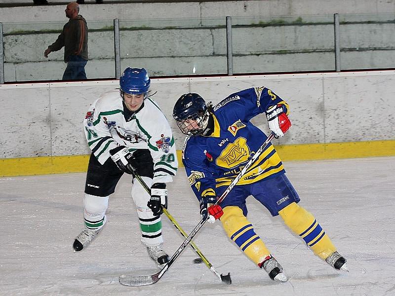 Hokejové utkání krajské ligy juniorů / HC Slavoj Český Krumlov - HC ZVVZ Milevsko 8:2.