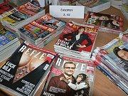 V pondělí se nahrnuli čtenáři do Městské galerie v Horní ulici 155, kde se celý týden koná výprodej knih a časopisů, které byly vyřazeny z fondu knihovny.