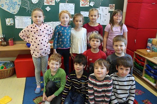 Vmálotřídní Základní škole vDolním Třeboníně tvoří první třídu jedenáct žáčků.