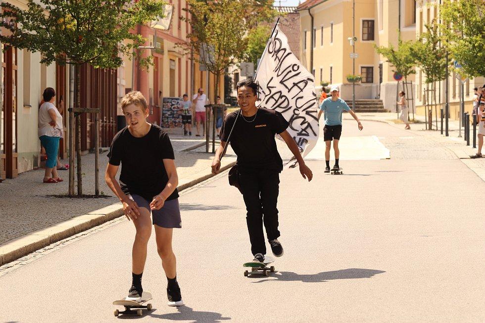 Nadšení mládeže z jízdy na uzavřené trati nebralo mezí