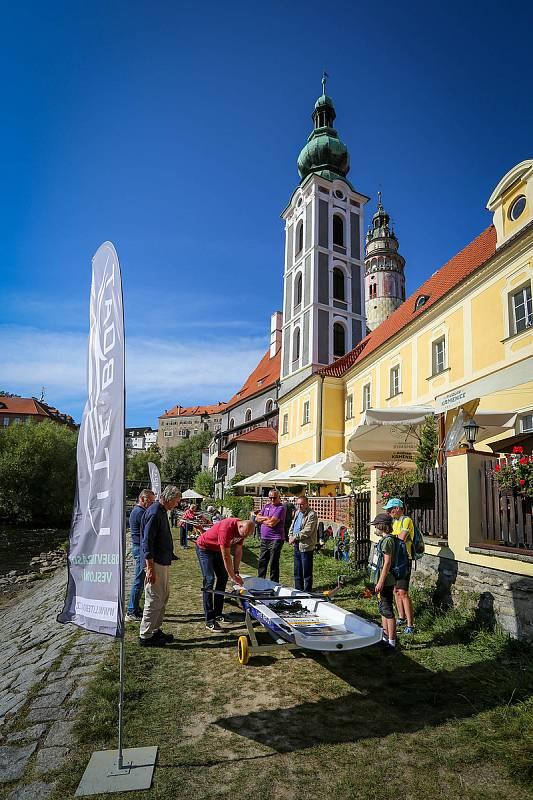Nezapomenutelné setkání v Českém Krumlově a na Lipně. Stříbrní medailisté a olympionici si po letech zaveslovali na svém skifu.