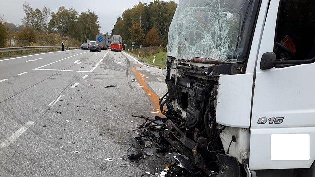 Místo nehody na silnici nedaleko místa zvaného Samoty u Kaplice.