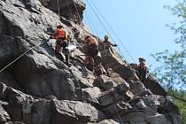 Hlavní pilíř Barevné skály je stržený, firma skálu dočistí a geolog řekne, co dál.