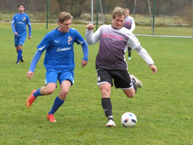 I.B třída (skupina A) – předehrávka 14. kola: FK Spartak Kaplice (černobílé dresy) – FC Šumava Frymburk 7:0 (3:0).