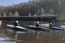 O posledním březnovém víkendu kanoisté SK Vltava absolvovali sjezdové závody na Sázavě a zatrénovali si v domácích podmínkách na Vltavě.