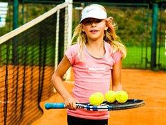 Devítiletá naděje českokrumlovského LTC Nela Zemková se dostala do společnosti čtyřicítky nejlepších hráček své kategorie v republice.