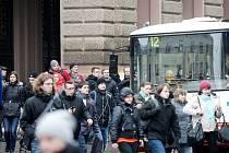 Městská doprava v Č. Krumlově nemá čísla a jasnou vizualizaci, jako jinde. Cizí mnohdy tápou.