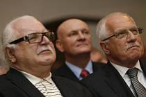 Na páteční vernisáži výstav k 120. výročí narození Egona Schieleho v Českém Krumlově nechyběl ani Václav Klaus či Milan Knížák.