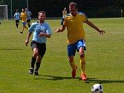 Oblastní I.B třída (skupina A) - 3. kolo (2. hrané): SK Zlatá Koruna (modré dresy) - Blesk Klikov 0:1 (0:1).