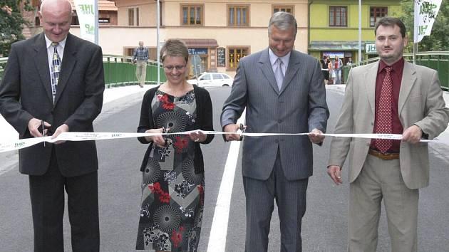 Slavnostní otevření mostu u DDM.