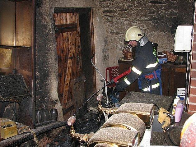 Zhruba po hodině  krumlovští hasiči  požár v pivnici zlikvidovali.