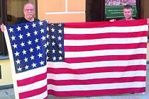 Americká vlajka z roku 1945.