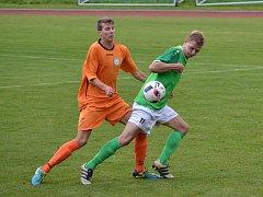 V prvním utkání s Aritmou pomohl gól Jakuba Wagnera (vpravo před Krausem) k remíze. Krumlovský útočník se prosadil i v odvetě, kdy po pauze vyrovnával na 2:2, ale nakonec jeli zelenobílí z Prahy s prázdnou.