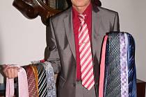 Starosta Josef Klíma daroval do Kabelkového veletrhu 31 kravat.