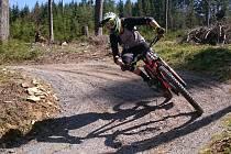 Závod Blinduro prověřil singltraily na Lipensku.