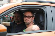 V Českém Krumlově odstartoval 21. května 2021 devátý ročník Czech New Energies Rallye. Jan Dolanský s bratrem Jiřím jedou v elektrovozu Peugeot e-2008 SUV.