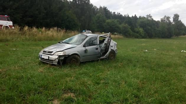 Osobní auto Opel havarovalo v Ostrově.