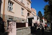 Do otevření volební místnosti v 7. volebním okrsku v Českém Krumlov zbývá pár minut.