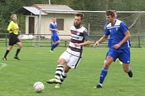 Kapličtí fotbalisté (v černobílém) podlehli doma Čkyni 1:2.