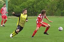 I.B třída (skupina A) – 21. kolo: 1. FC Netolice (červenobílé dresy) – FK Spartak Kaplice 0:2 (0:2).