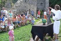 Pohádkový den  se v pátek  odehrává na hradě Dívčí kámen.