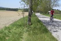 Řidič motocyklu se smrtelně zranil na kraji osady.