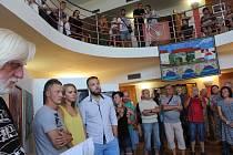 Výstava výtvarníku v sále křemežské radnice.