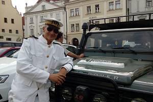 Cestovatelé se při vzpomínkové jízdě na počest Miloslava Stingla zastavili v Českém Krumlově.