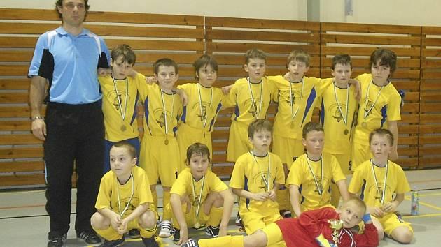 Svěřenci Jana Pasáka v barvách prachatického Tatranu se stali zaslouženými vítězi seriálu halových turnajů nejmenších fotbalistů z kategorie přípravek pořádaných krumlovským Slavojem.