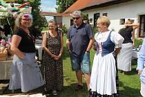 Den otevřených vrat ve Chmelné.