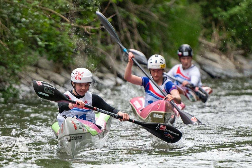 Závodníkům SK Vltava Český Krumlov vyšel první vrchol sezony na divoké vodě na jedničku a ze šampionátu hlídek a kategorie do 23 let si přivezli celkem šest medailí, včetně jednoho titulu mistryň republiky. Foto: Aleš Berka