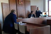U soudu se probíraly fotografie pořízené v noci z 5. na 6. října, v tomto případě jde o fotografii budovy SBD U Trojice, ve které se svítilo.