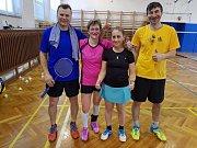 Sedmatřicetiletý Michal Koudelka (vlevo, na snímku z domácích kurtů z letošního Veletržního poháru) se vrátil do velkého badmintonu po dlouhé pauze zaviněné zraněním a na evropském šampionátu veteránů se rozhodně neztratil.