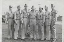 123rd OBDS v USA v létě 1944. Zleva neznámý, Earl R. Colebaugh, A.D. Dobson, Stephen M. Richards, Clement E. Berger, Bernard H. Aepken, Harbert W. Moore.