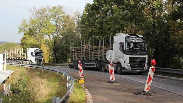 Oprava mostu u Netřebic pomalu spěje k závěru.