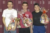 Trio nejlepších – zleva stříbrný Petr Janura, zlatý Patrik Micák a bronzová Marie Kukolíková.