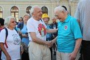 Při zahájení pochodu byli slavnostně oceněni zasloužilí členové KČT.