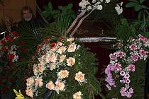 """""""Jestli po letech na mnohé z toho, co jsi pro divadlo, tento kraj a společnost vykonal, budeme zapomínat, určitě nezapomeneme na hořické pašijové hry a tvé jméno s nimi spojené,"""" pronesl směrem k rakvi s Vítězslavem Kučerou divadelník Jiří Pokorný."""