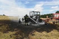 U Přídolí při senoseči shořel traktor.