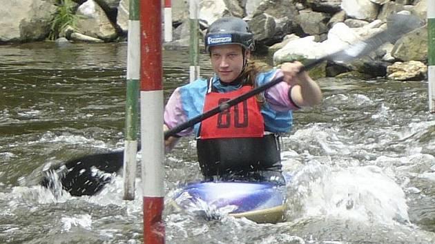 Jedno ze tří prvních míst pro českokrumlovský SK Vltava ve Strakonicích vybojovala kajakářka Andrea Pártlová (na snímku).