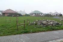 Na parcelách v Malontech už se začínají pomalu rýsovat budoucí rodinné domky.