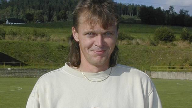 Na místo činu, lavičku Smrčiny, se po určité odmlce vrací dvaačtyřicetiletý hornoplánský patriot Miroslav Schönkypl.