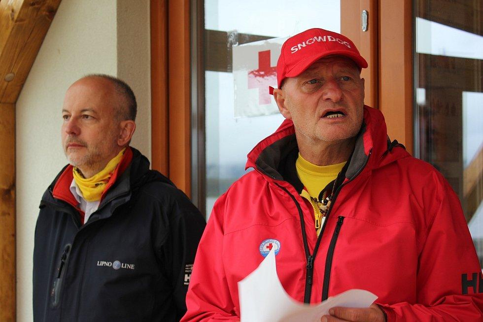 Krumlovští vodní záchranáři v čele s Milanem Bukáčkem mají na Dolní Vltavici novou loděnici.