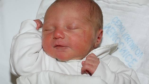 Jaroušek Svoboda, který spatřil světlo světa 10. března 2012 ve 14.50 hodin, měl porodní míry 50 centimetrů a 3500 gramů. Na druhého potomka Blanky a Jaroslava Svobodových čekala doma ve Větřní tříletá Petruška. Tatínek u porodu nechyběl.