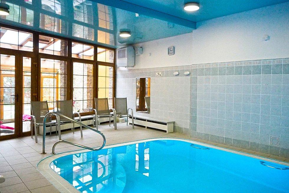 Hotel Maxant ve Frymburku s wellness centrem a bazénem.