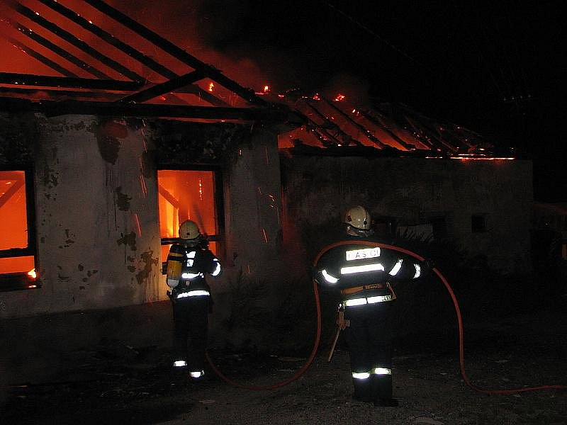 Ve středu časně ráno hořela  hospoda na návsi v Netřebicích.