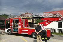 Vyšebrodští hasiči mají nový automobil s výsuvným žebříkem.